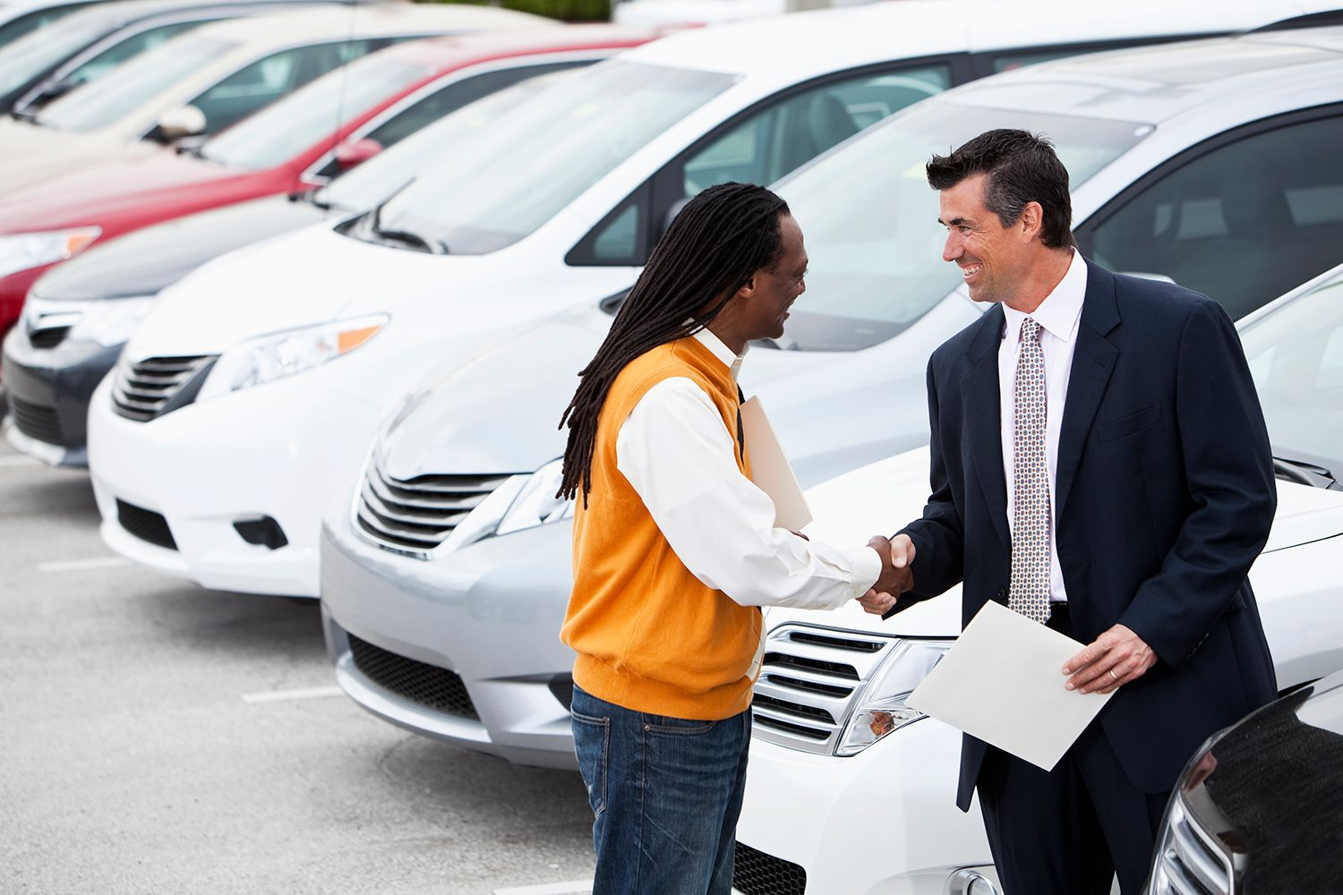 Four Reasons to Buy Your Vehicle From New Car Dealers