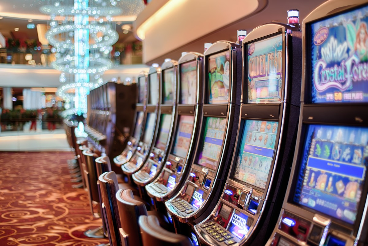 Find out the tricks on how to win at online slot games.