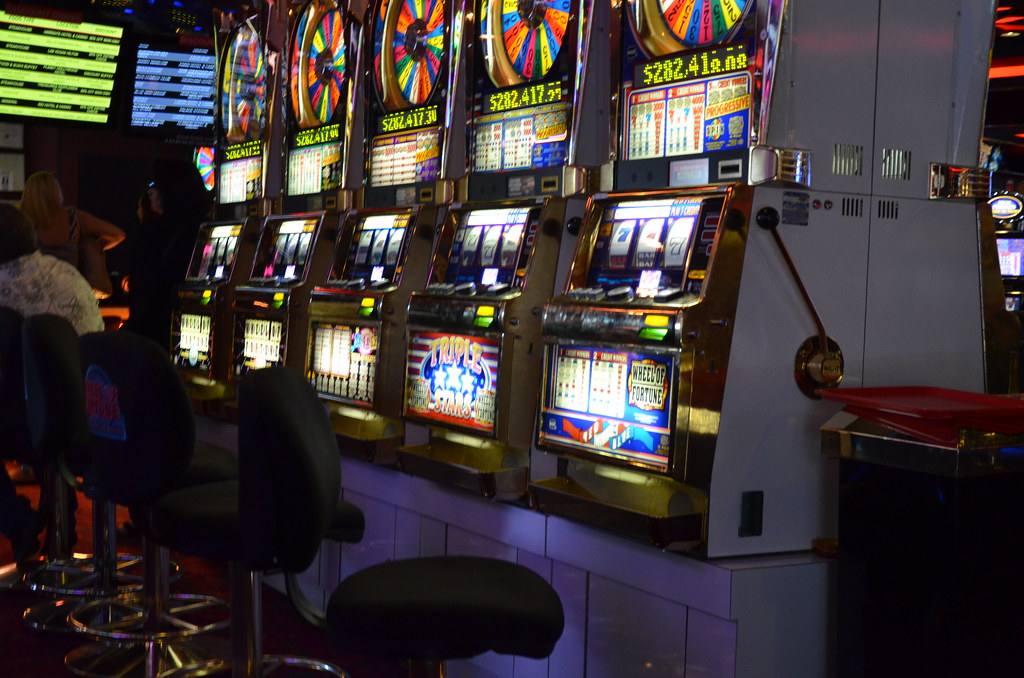 An Appropriate Online Slots Strategy Can Make the Difference Between Winning at the Casino and Losing at the Casino